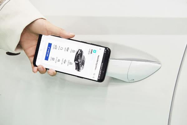 """现代汽车拟推出""""数字钥匙""""技术 可利用智能手机解锁和启动车辆"""