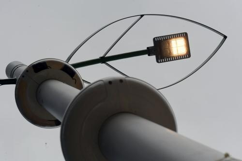 安装有气象传感器和空气质量传感器的智慧路灯