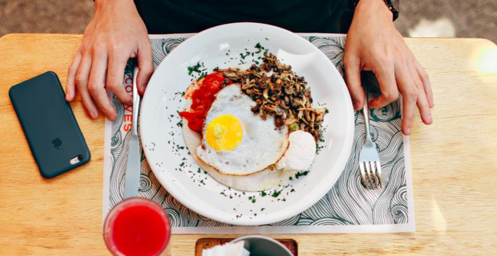 知道食物是否变质有了一种新方法,是用手机看