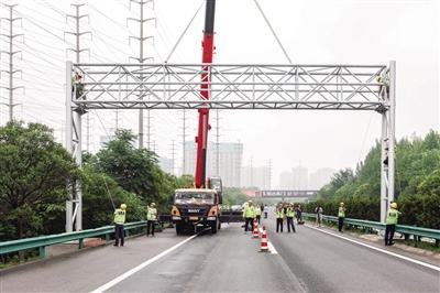 陕西省首个ETC门架完成吊装,年底前将拆除21个省界收费站