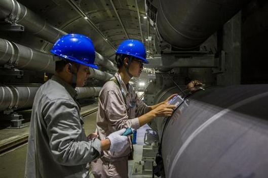 地下综合管廊用传感器技术开展设备耐压试验