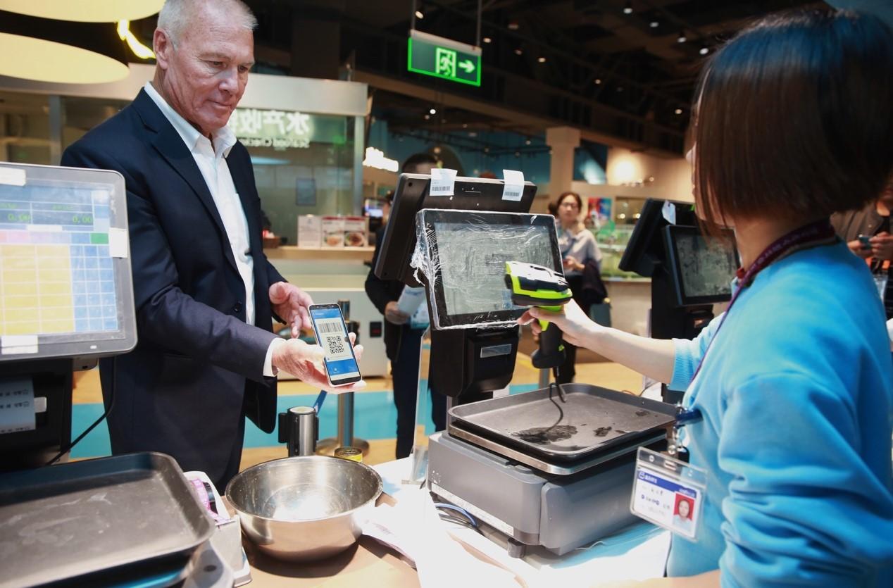 支付宝和上海银行联手 助力外国游客享受中国移动支付