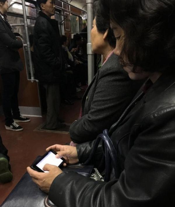 朝鮮智能手機普及率提升,積極宣傳使用掃碼支付