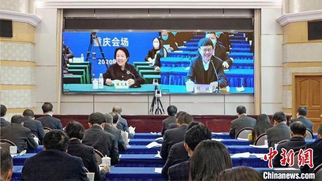 """川渝两地签署人社合作协议 未来两地社保可""""一卡通"""""""