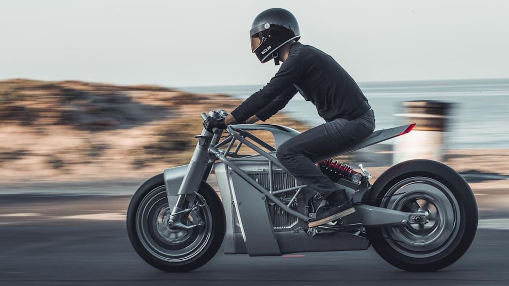 一款配备RFID钥匙的电动摩托车