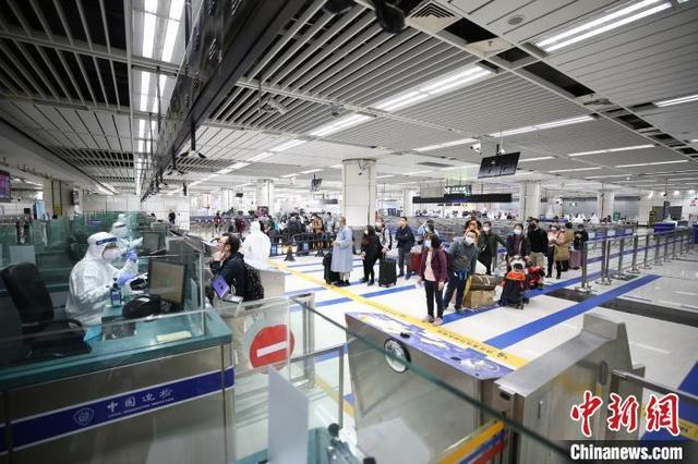 深圳灣口岸啟用13年 電子標簽查驗模式助力旅客入境
