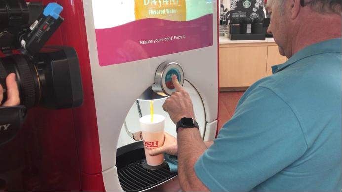 """【9.7】美国大学生为""""苏打狂""""提供基于RFID的无限量饮料服务481.png"""